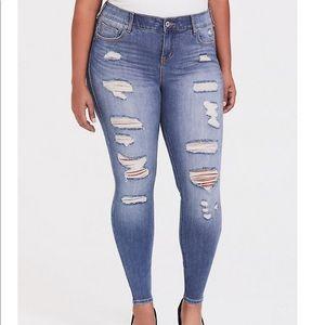 NWT Torrid Bombshell Skinny Jeans